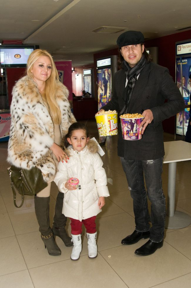 Александр Ревва с женой и дочерью фото