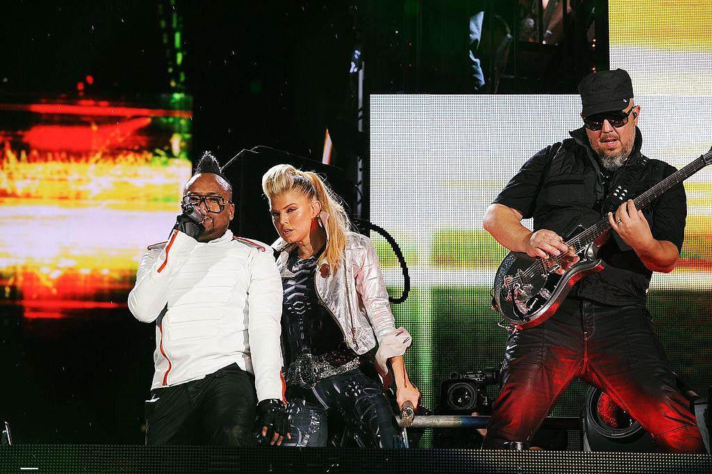 """Официально: Ферги уходит из группы """"The Black Eyed Peas"""""""