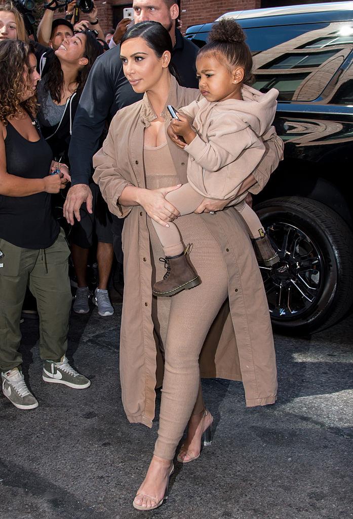 Одно лицо: Ким Кардашьян в детстве и ее дочь поразили невероятным сходством