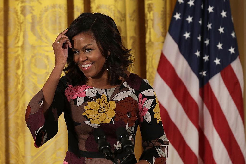 Сеть взорвало фото Мишель Обамы без укладки: а где же роскошные локоны?