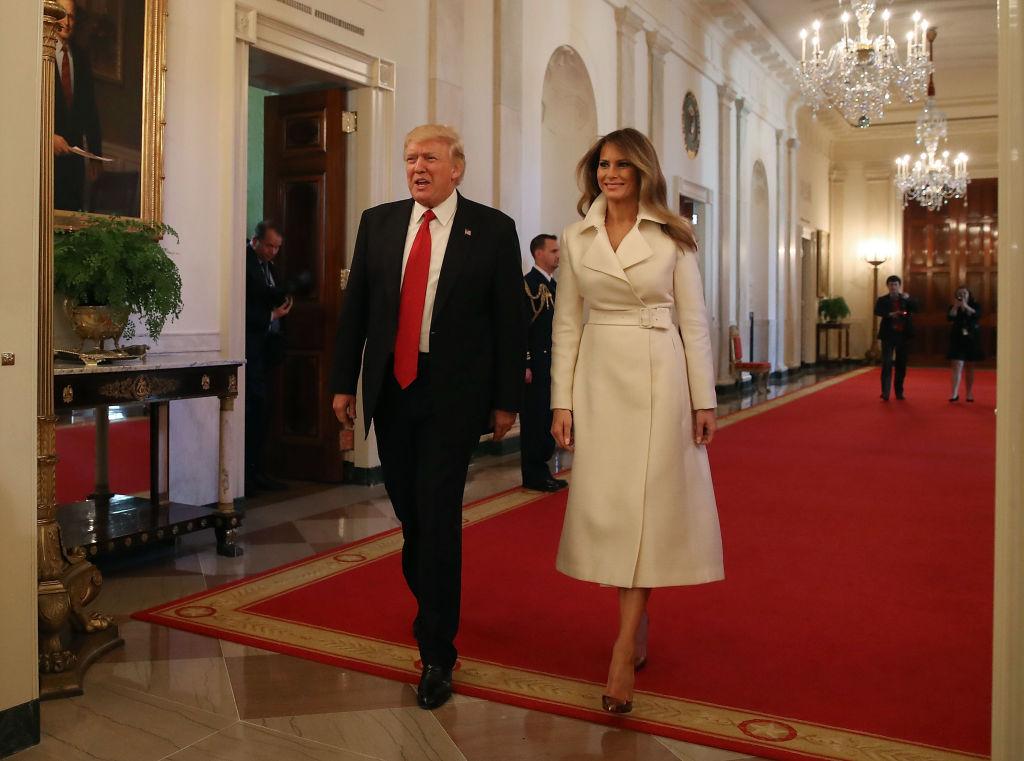 Время моды, а не политики: лучшие наряды Мелании Трамп