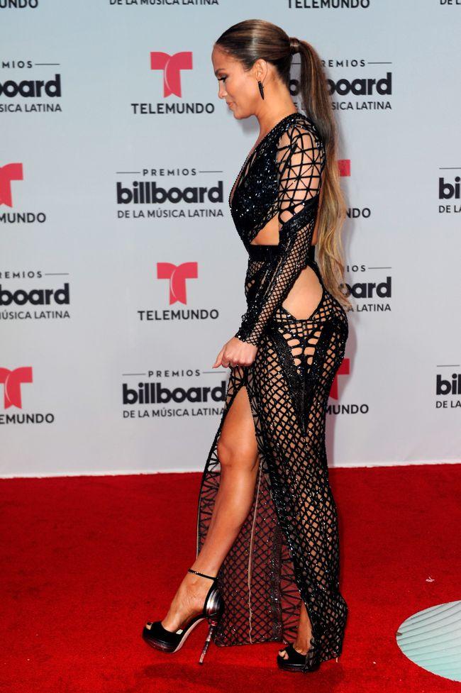 Дженнифер Лопес в голых платьях от Julien Macdonald на церемонии Billboard Latin Music Awards