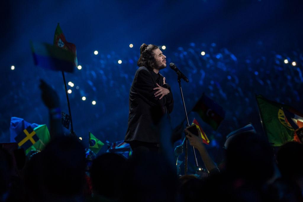"""Победитель """"Евровидения-2017"""" срочно госпитализирован и нуждается в пересадке сердца"""