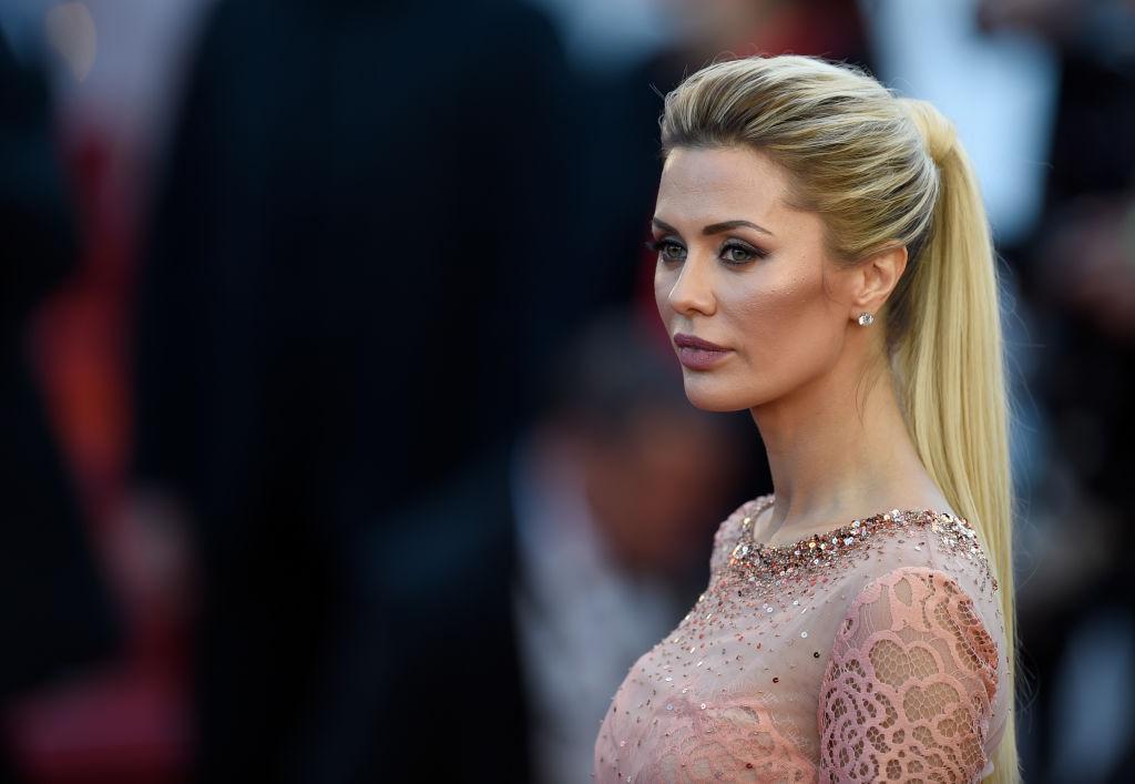 Как принцесса: Виктория Боня восхитила нежно-розовым платьем со стразами на Каннском фестивале-2017