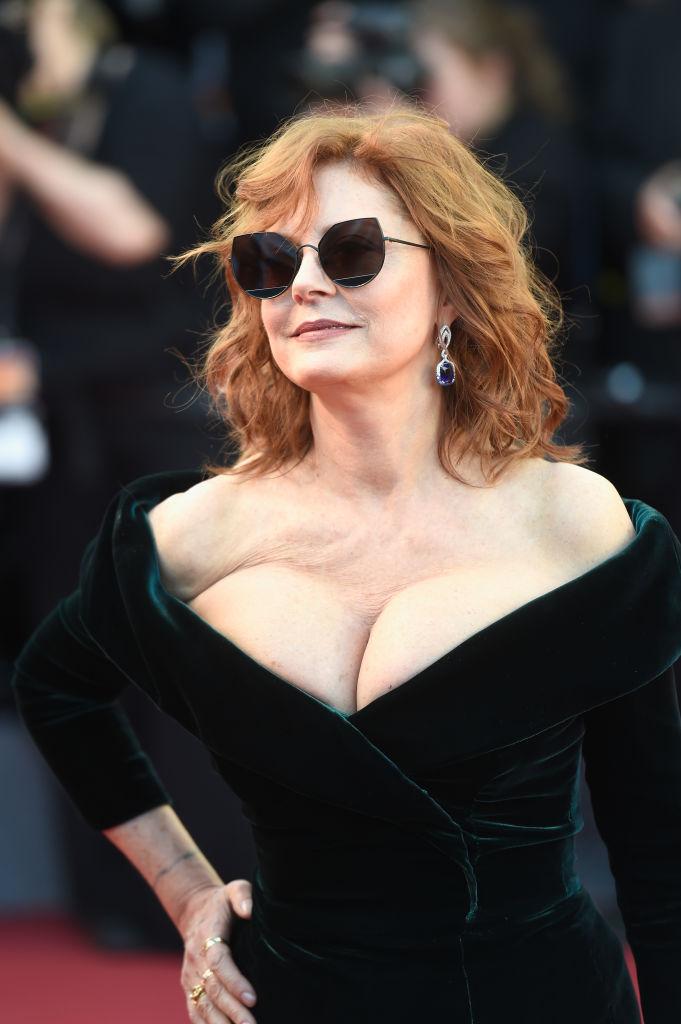 Вот это вырез! 70-летняя Сьюзан Сарандон обескуражила публику глубоким декольте на Каннском фестивале-2017