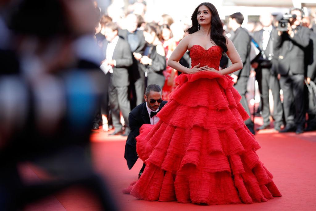 Словно принцесса: 5 сказочных нарядов звезды индийского кино Айшварии Рай в Каннах