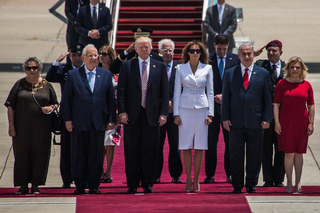 Этот неловкий момент: Мелания Трамп опозорила Дональда Трампа во время прибытия в Израиль