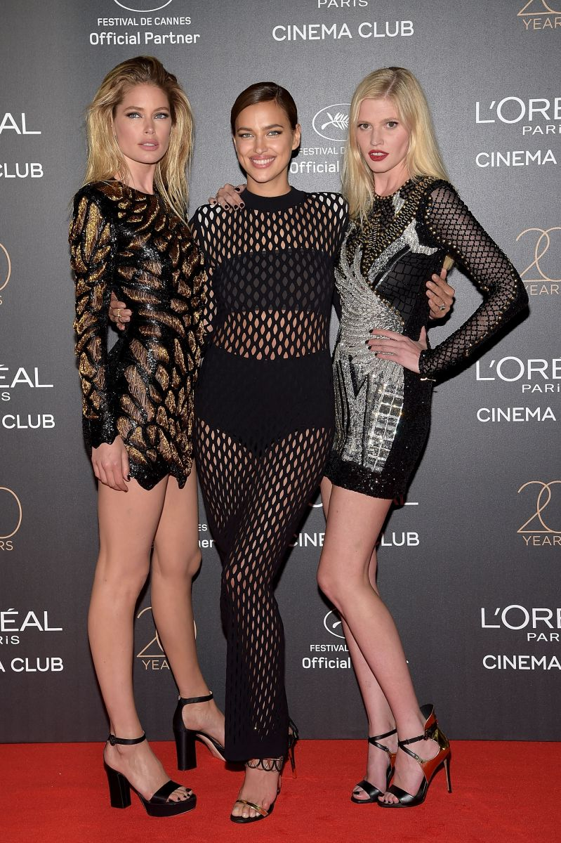 Ирина Шейк обескуражила публику сексуальным платьем в сетку