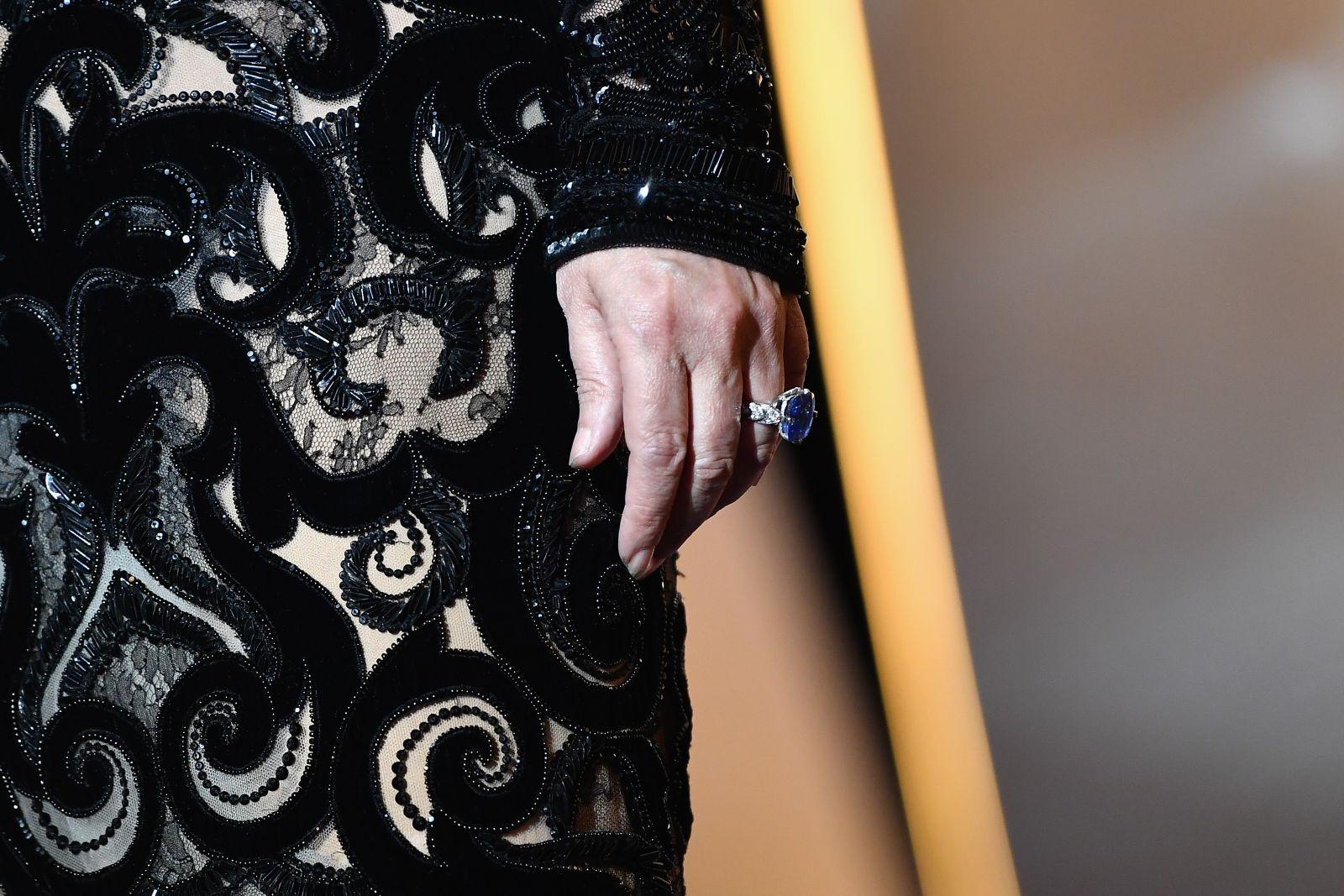 Моника Беллуччи в платье Dolce&Gabbana на закрытии Каннского фестиваля-2017