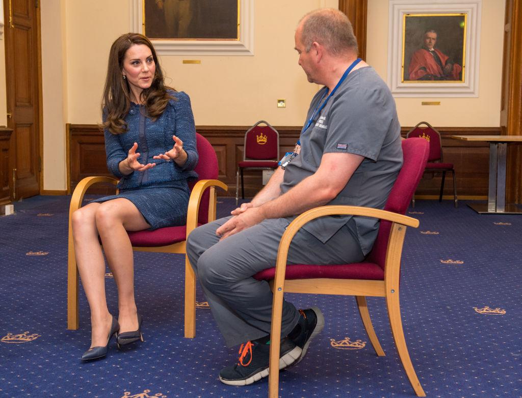 В сети обсуждают чересчур короткую юбку Кейт Миддлтон