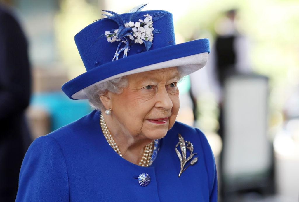 Все для народа: стало известно, почему Елизавета II выбирает яркие цвета для своих нарядов