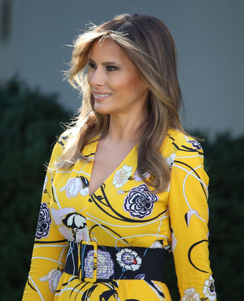 Яркий выход: Мелания Трамп подчеркнула идеальную фигуру желтым платьем в пол