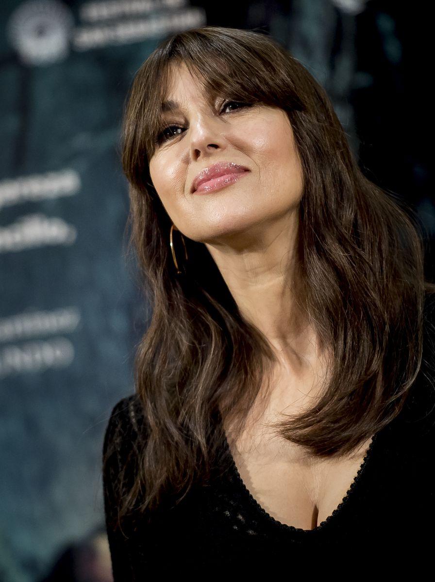 Безупречны в 50 лет: Моника Беллуччи, Николь Кидман, Деми Мур и другие звезды, которые вдохновляют своей красотой