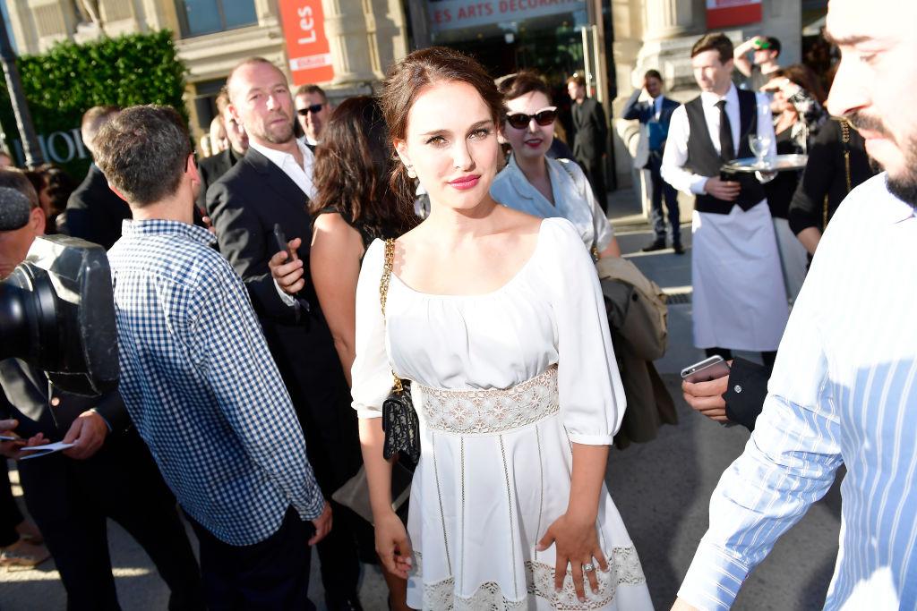 Натали Портман, Белла Хадид, Дженнифер Лоуренс и другие звезды посетили выставку Dior