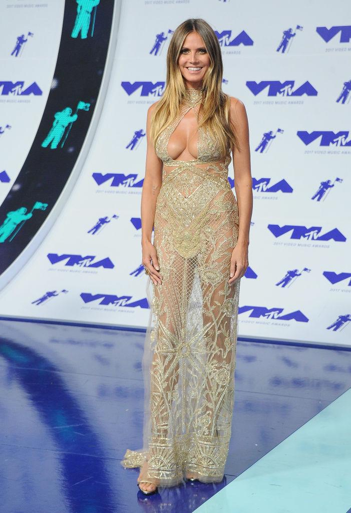 Хайди Клум вышла в свет в прозрачном платье с ошеломительным декольте
