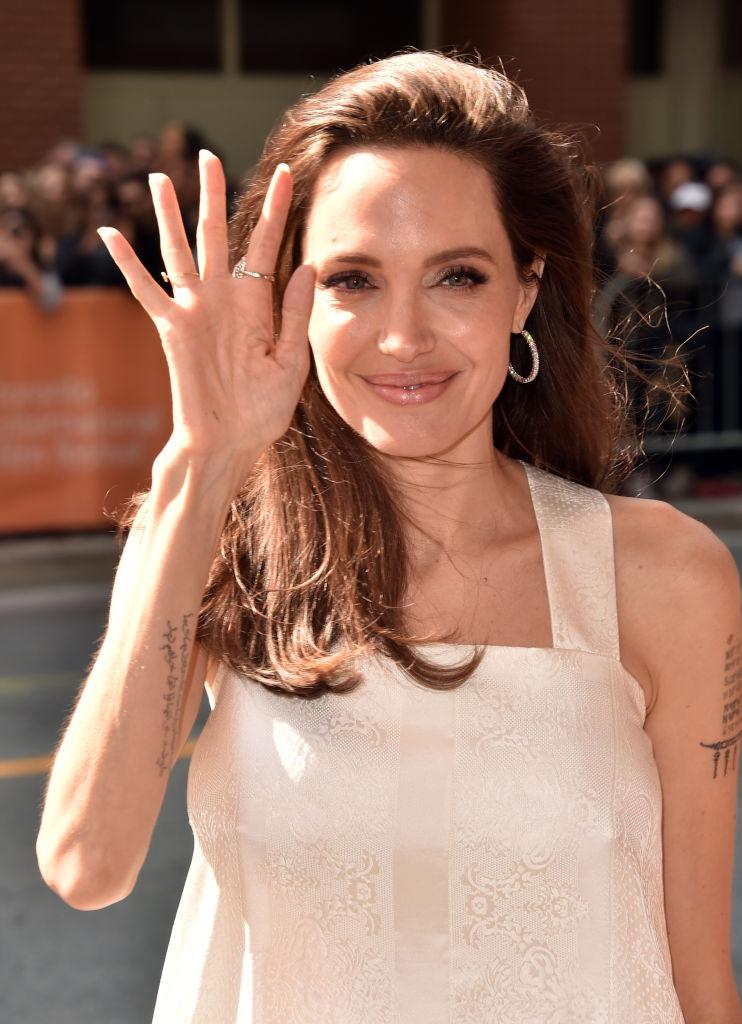 После развода и стремительного похудения: рассматриваем Анджелину Доли вблизи