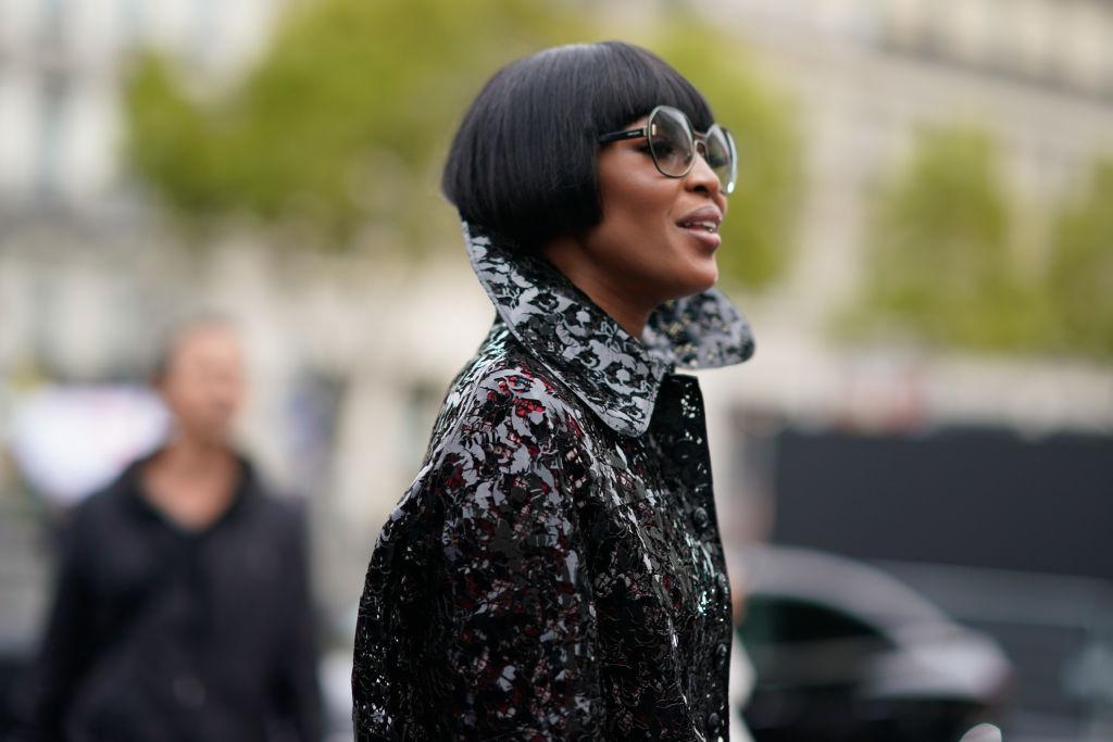 Наоми Кэмпбелл обескуражила необычным нарядом на Неделе моды в Париже