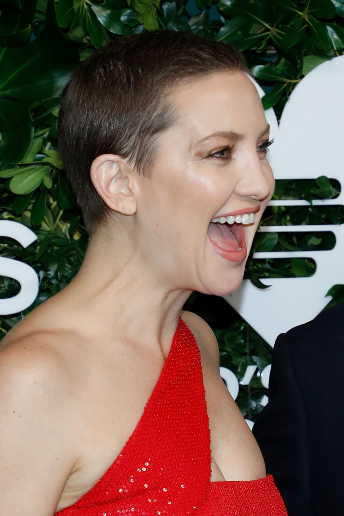 Леди шик: Кейт Хадсон блистает на публике в красном платье