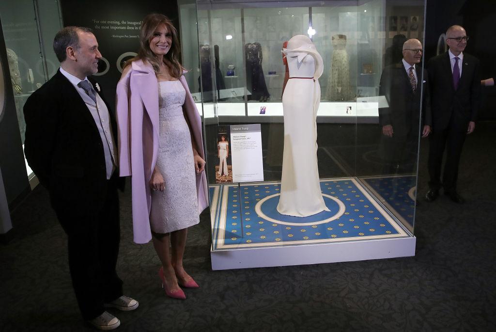 Мелания Трамп передала свое платье с инаугурационного бала в Музей американской истории