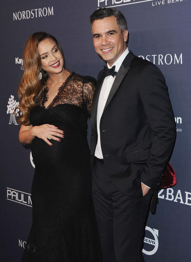 Беременная Джессика Альба появилась на гала-вечере с мужем