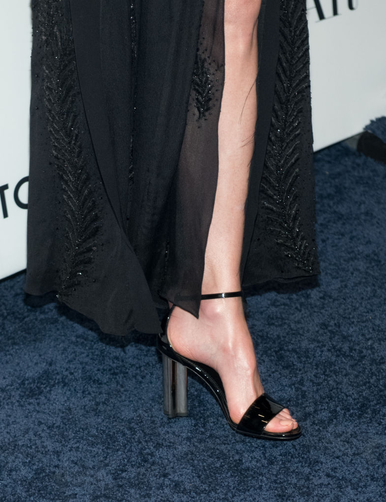 Какие ноги! 50-летняя Николь Кидман ошеломила впечатляющим разрезом на юбке