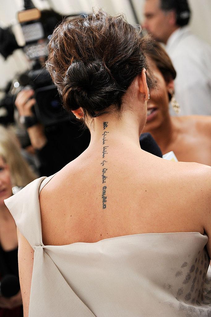 Виктория Бекхэм удаляет свои татуировки: в чем причина?