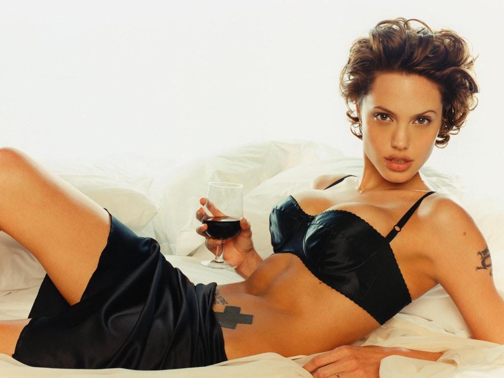 Анджелина Джоли отмечает день рождения