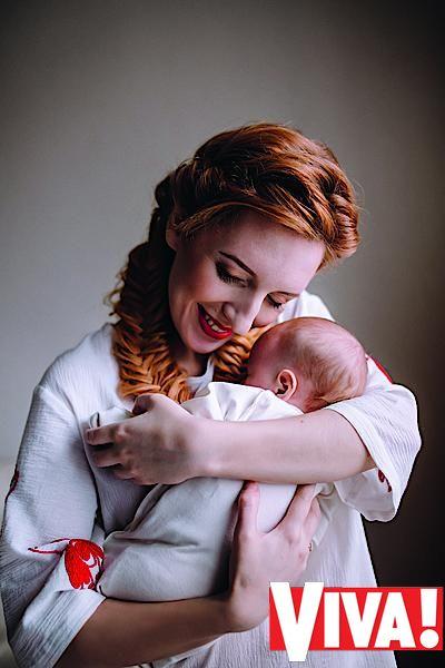 Иллария и ее муж снялись в фотосессии с маленькой дочкой