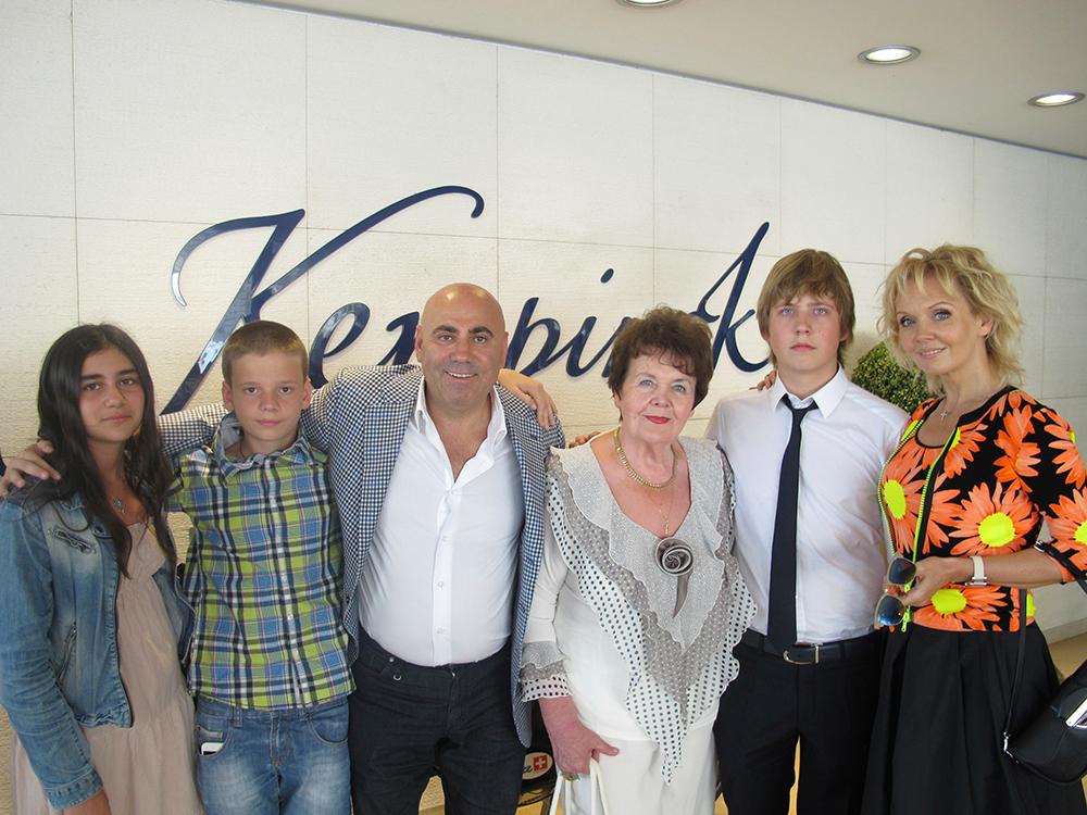 Валерия и Иосиф Пригожин с семьей