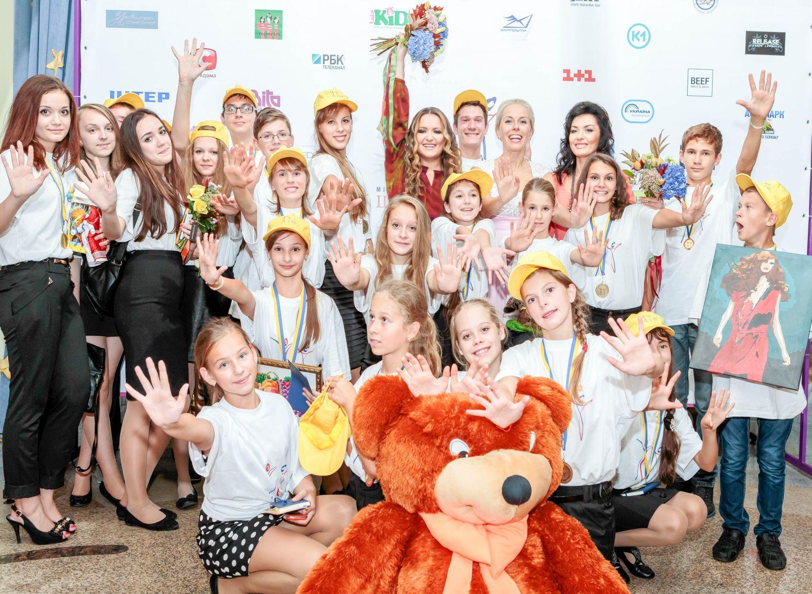 Наталья Могилевская и супруга Порошенко поддержали детей-сирот
