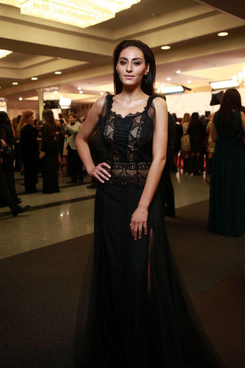 """Не узнать: похудевшая Роза Аль-Намри продемонстрировала осиную талию на """"Viva! Самые красивые-2017"""""""