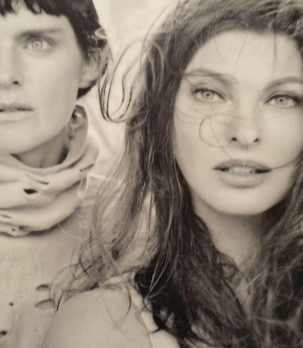 модели в фотосете для Vogue