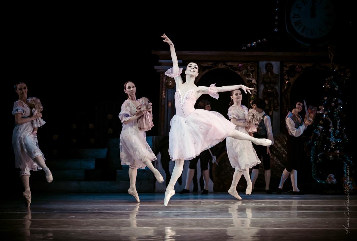 Балерина Екатерина Кухар показала свою новогоднюю идиллию
