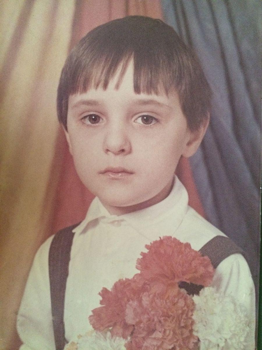 Виталию Козловскому исполнился 31 год: детские фото певца
