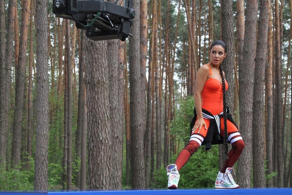 Кеды, спортивки и рэперская кепка: Злата Огневич радикально сменила имидж