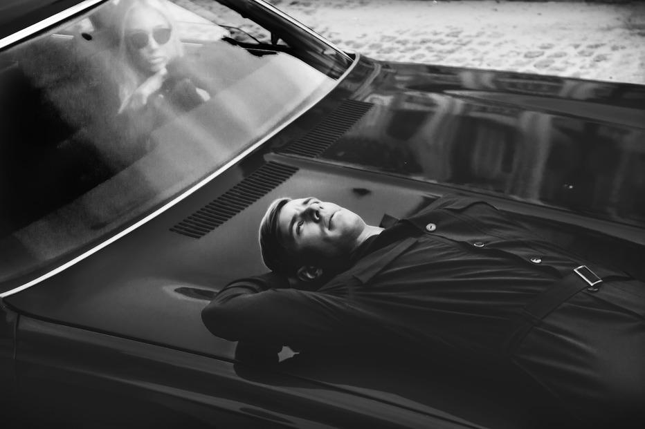Oleynik стал Джемсом Бондом в своем новом клипе