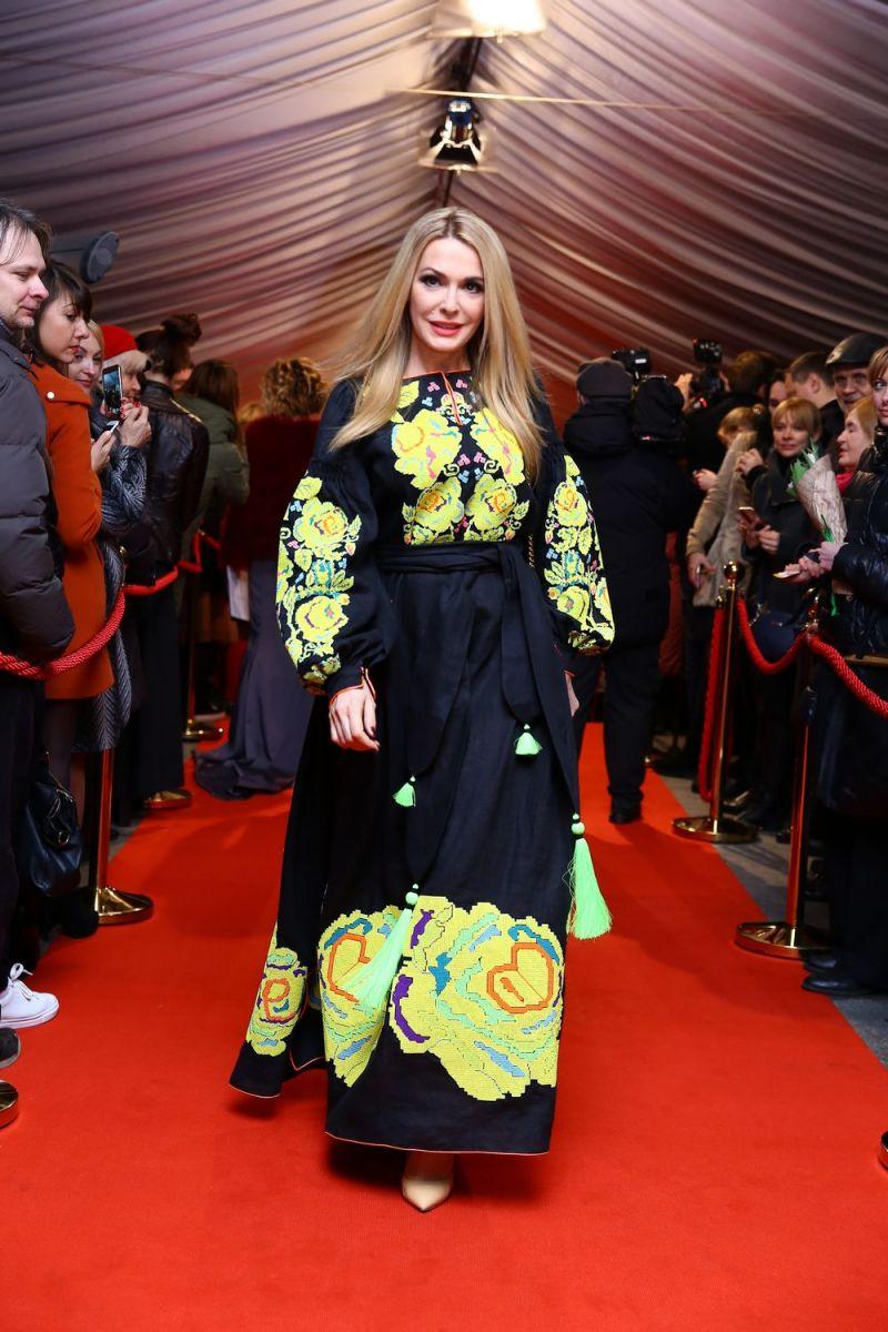 Viva! Самые красивые-2017: Ольга Сумская появилась на красной дорожке в платье-вышиванке