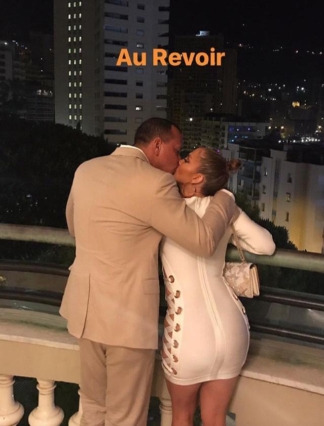Париж для двоих: Дженнифер Лопес и Алекс Родригес поделились романтичными фото с уикенда