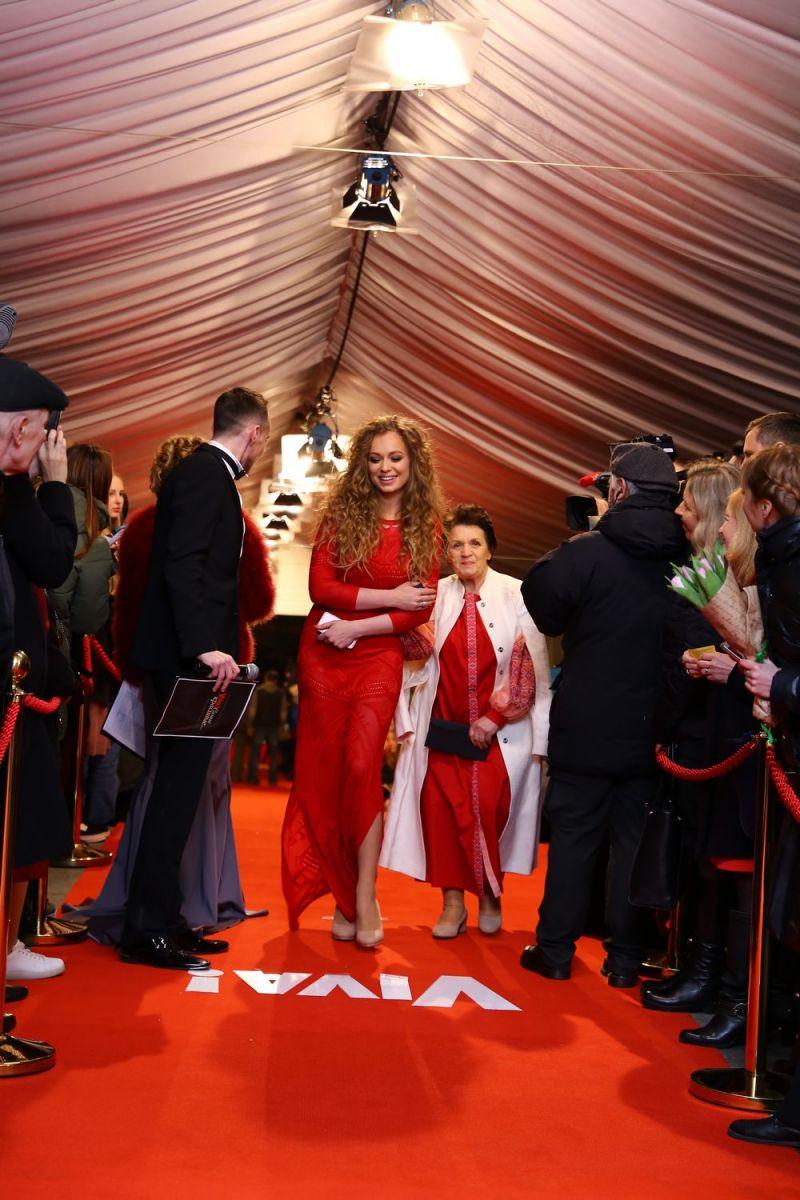 """Главная красная дорожка страны: Monatik, The Harkiss, O.Torvald и другие звезды прибыли на церемонию """"Viva! Самые красивые-2017"""""""