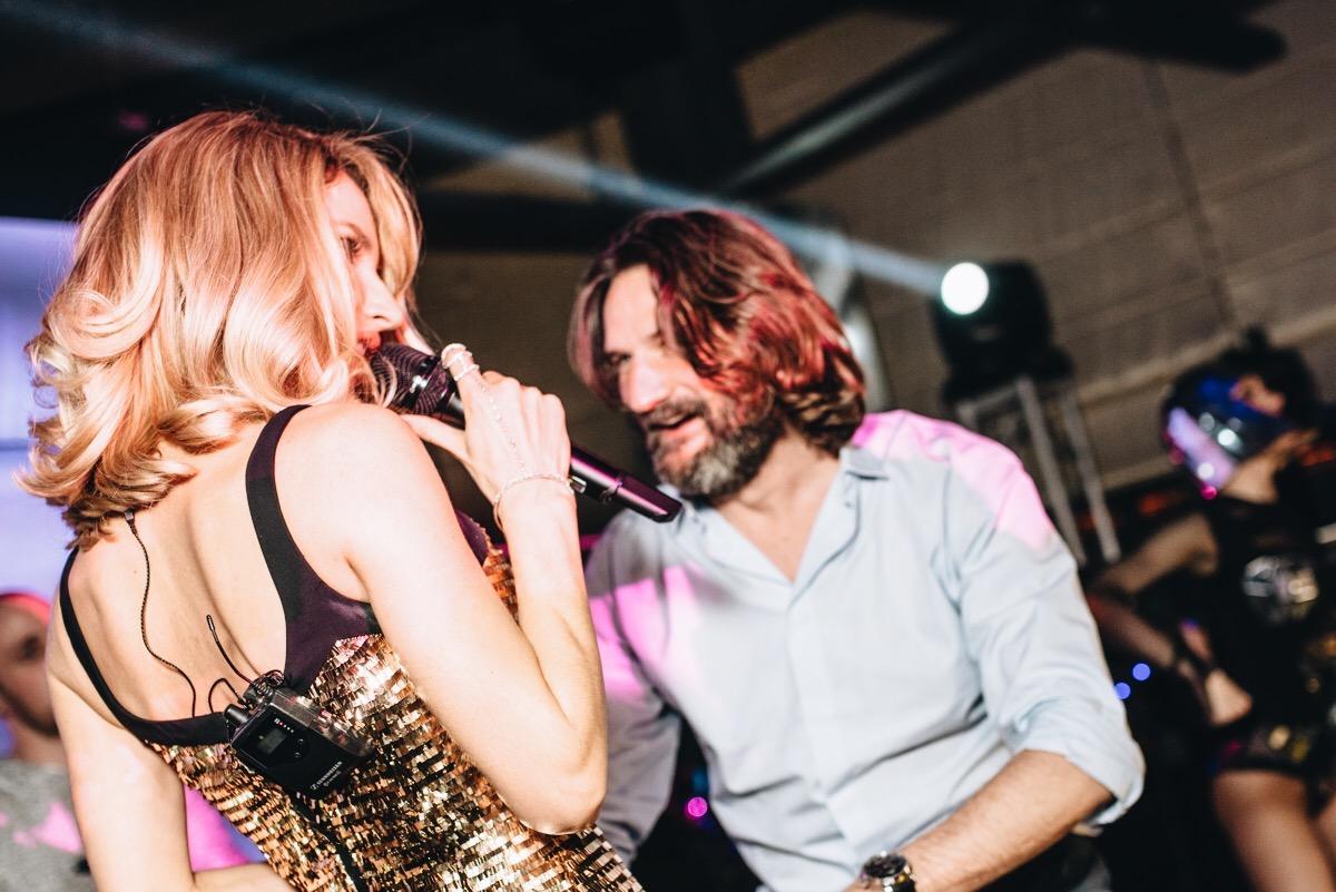 Loboda и Фредерик Бегбедер устроили жаркие танцы на частной вечеринке
