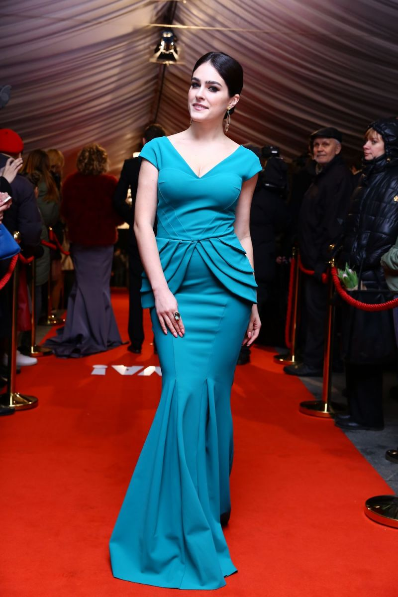 """50 оттенков синего: эволюция стиля Маши Собко на красной дорожке """"Viva! Самые Красивые"""""""