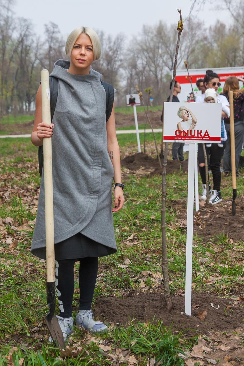 Скрябин, Onuka, Monatik: звезды посадили в Киеве аллею каштанов