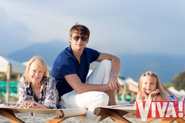 Александр Шовковский с женой Ольгой Аленовой и дочерью Сашей: семейная фотосессия для Viva!