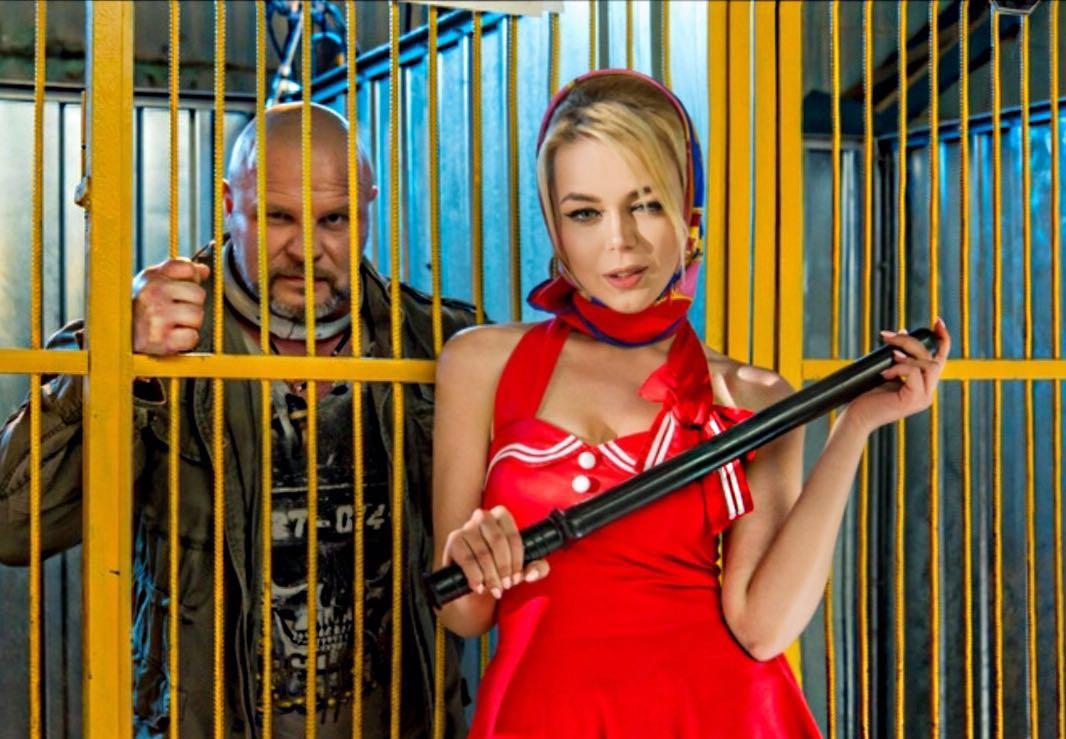 Неузнаваемая блондинка Алина Гросу сняла провокационный клип
