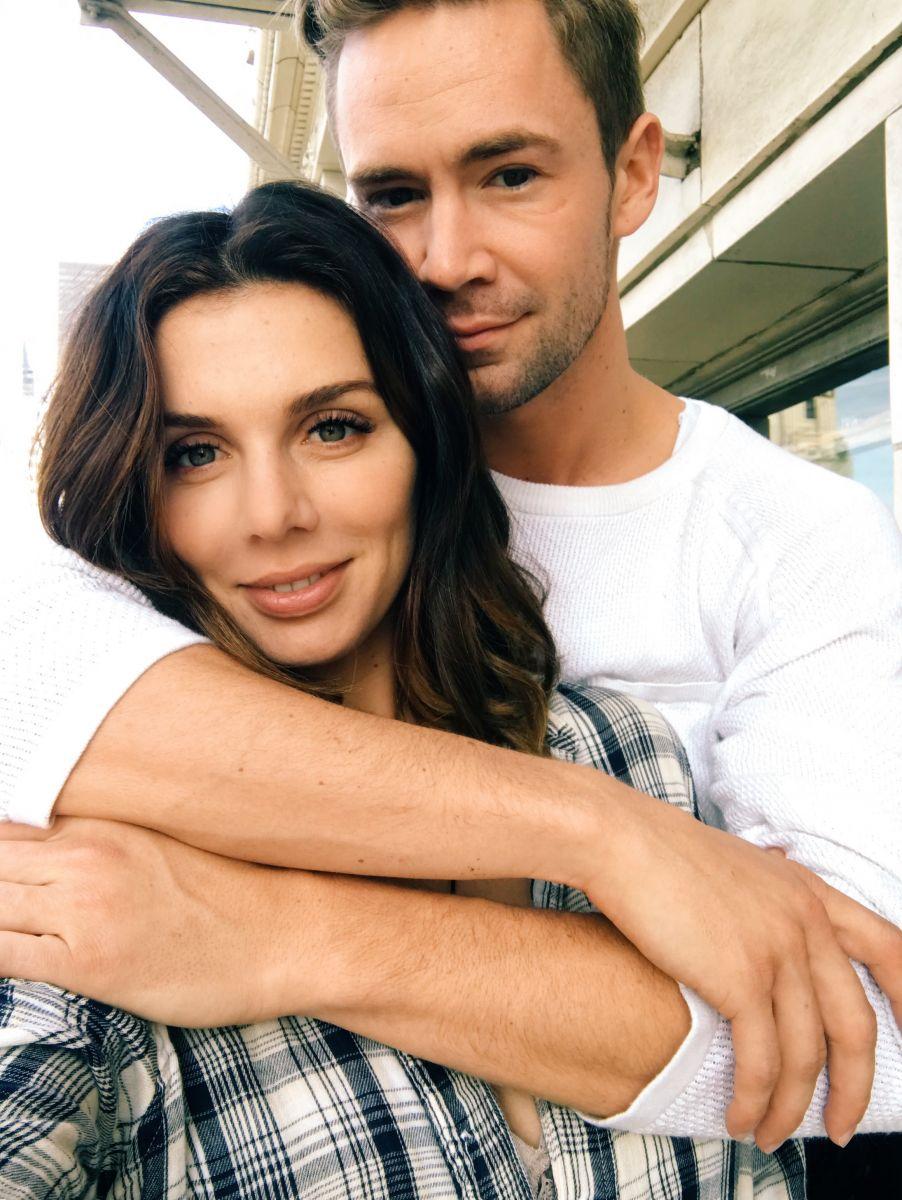 Анна Седокова и ее новый парень снялись в любовном видео