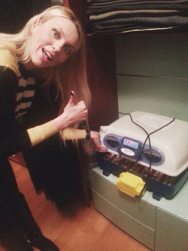 Оля Полякова организовала инкубатор на дому