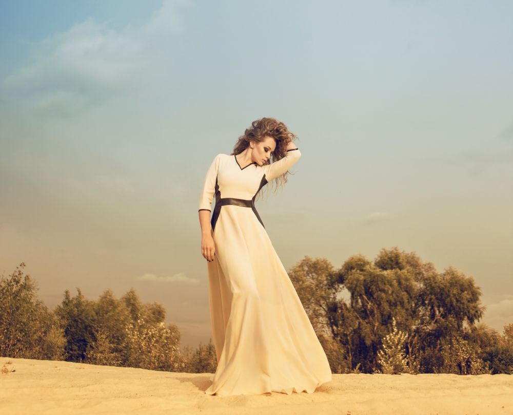 Похудевшая Яна Соломко подчеркнула осиную талию стильным платьем