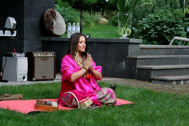 Наталья Могилевская устроила йога-вечеринку с медитациями по случаю своего 41-летия