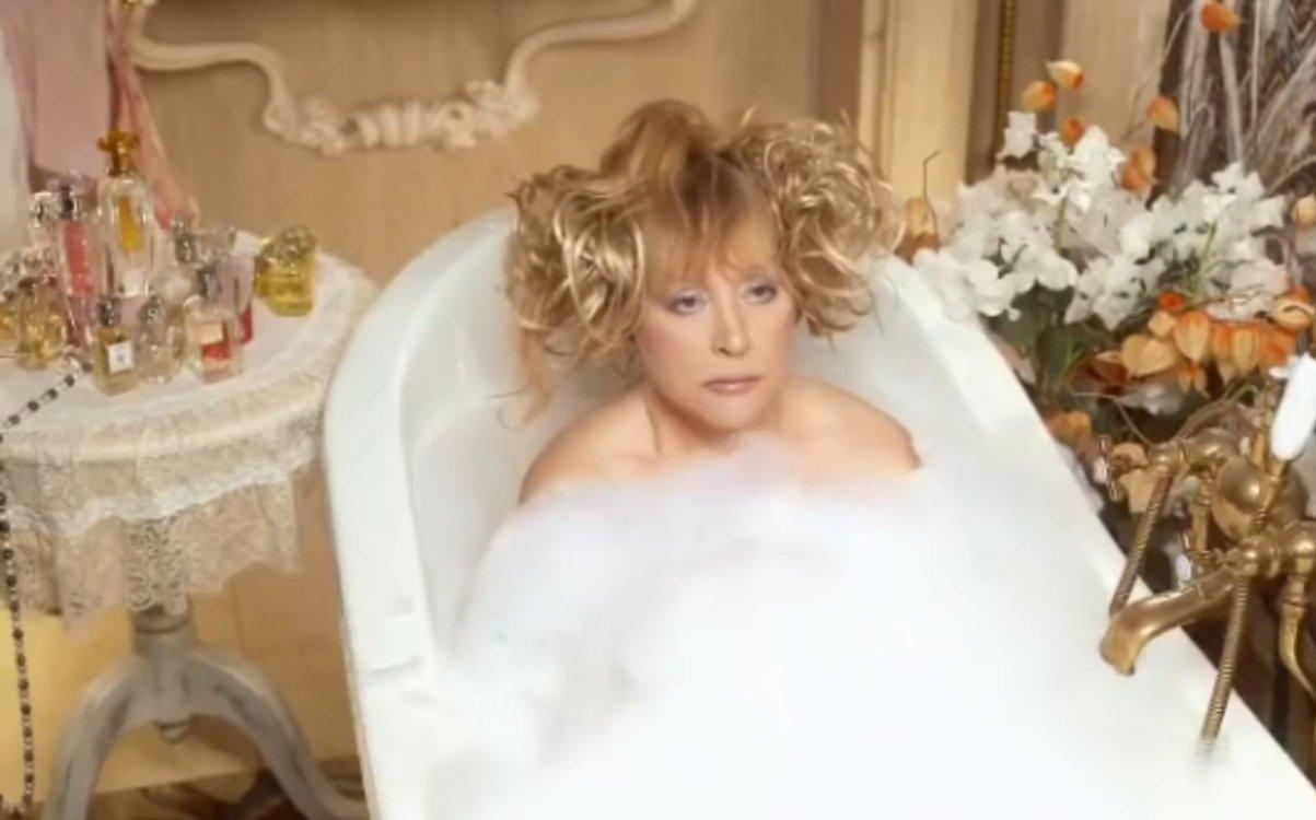 Видео: оголенная Алла Пугачева принимает ванну