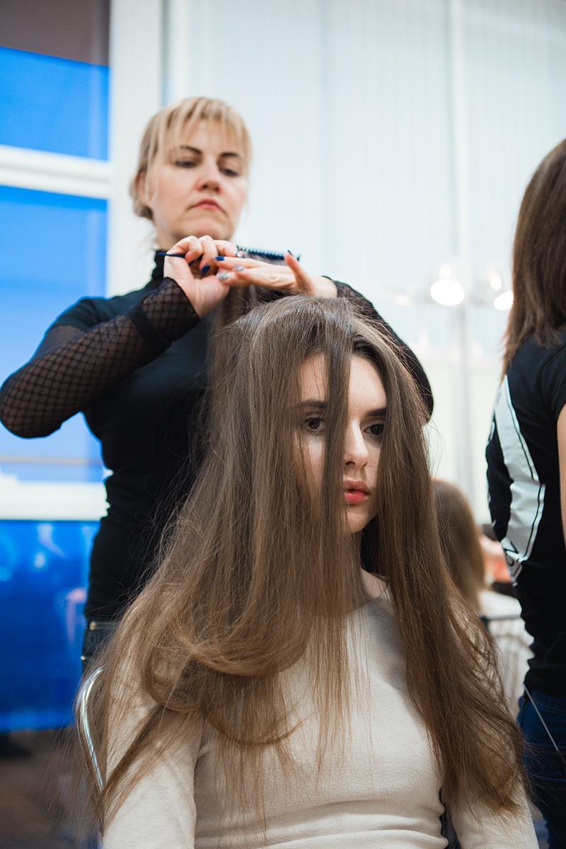 Бэкстейдж показа Анастасии Ивановой: как модели готовятся к выходу на подиум